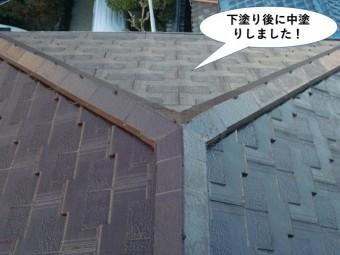 忠岡町の屋根を下塗り後に中塗りしました