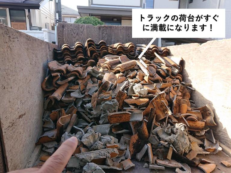 和泉市の屋根の解体でトラックの荷台がすぐに満載になります