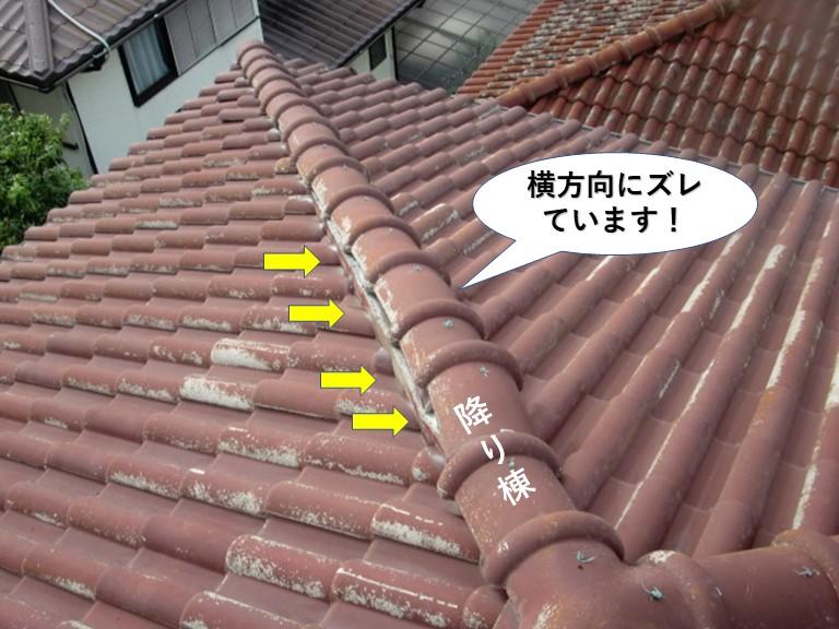 熊取町の降り棟の冠瓦が横方向にズレています