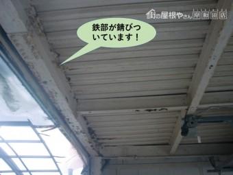 泉大津市のガレージの鉄部が錆びついています