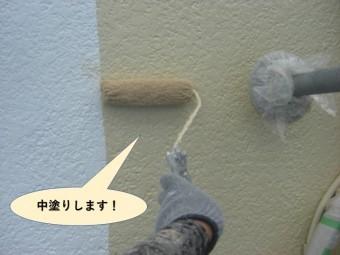 高石市の外壁を中塗りします