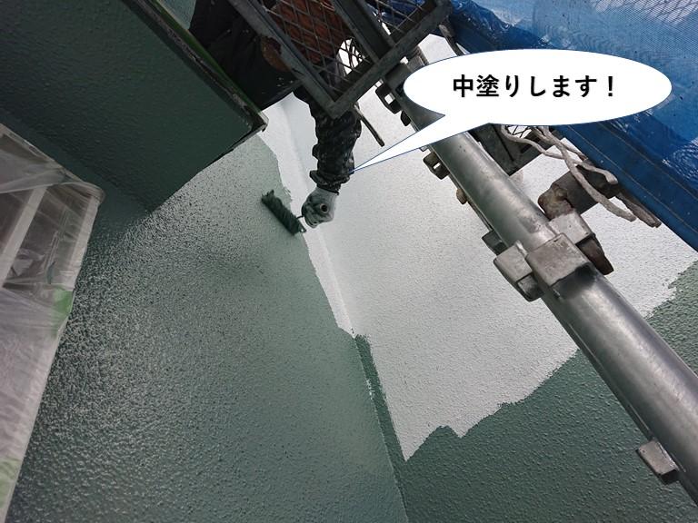 泉南市の外壁を中塗りします