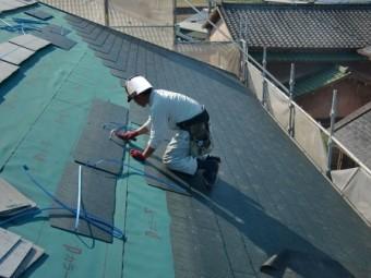 岸和田市上松町の屋根の防水シートと新スレート瓦へ葺き替え開始