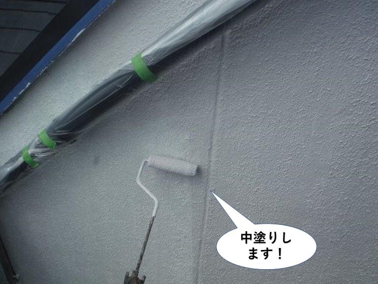 熊取町のベランダの壁の中塗り