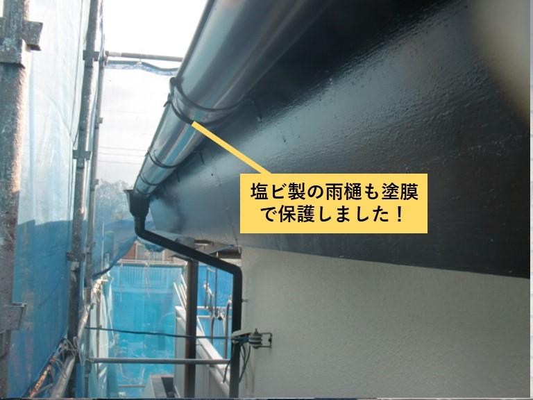 貝塚市の塩ビ製の雨樋も塗膜で保護しました