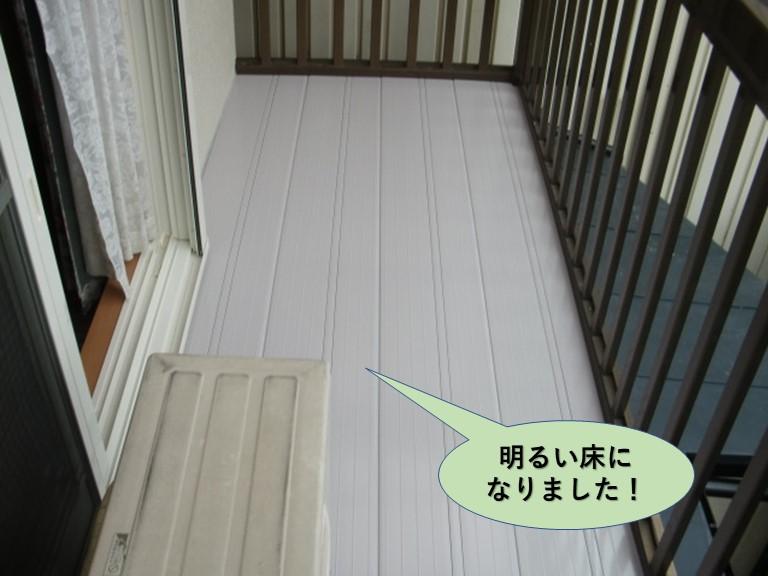 岸和田市のベランダが明るい床になりました