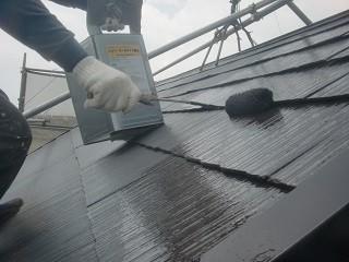 岸和田市極楽寺町で外壁と屋根塗装の中塗り