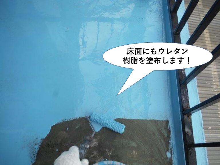 岸和田市のベランダの床面にもウレタン樹脂を塗布します
