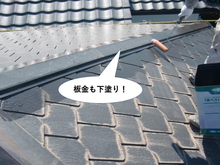 和泉市の屋根の板金を下塗り
