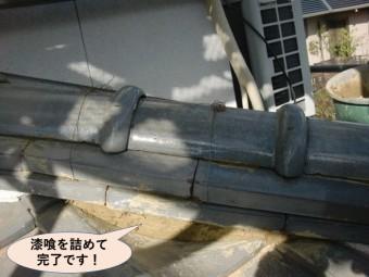 阪南市の下り棟に漆喰を詰めて完了です