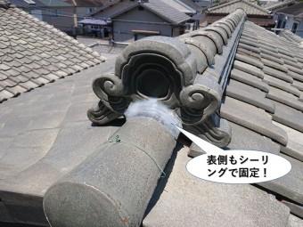 泉佐野市の鬼瓦の表側もシーリングで固定