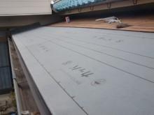 岸和田市で改質アスファルトルーフィング敷き