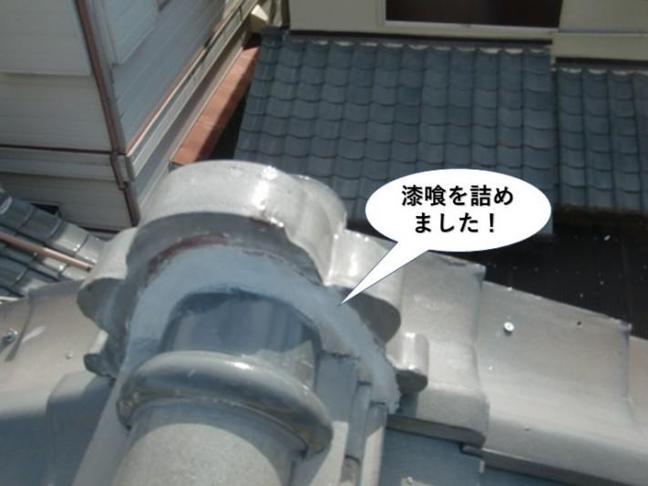 和泉市の鬼瓦の取り合いに漆喰を詰めました