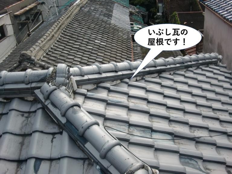 貝塚市のいぶし瓦の屋根です