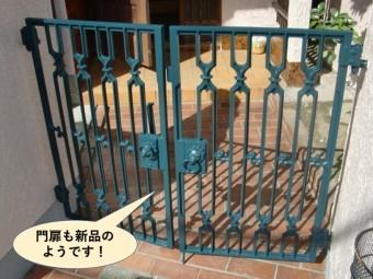 岸和田市の門扉も塗装し新品のようです