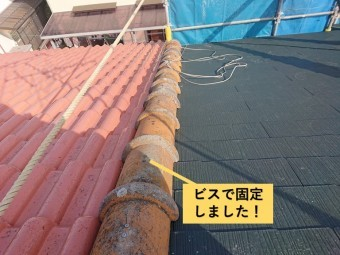 和泉市の屋根の取り合いに瓦をビス留め