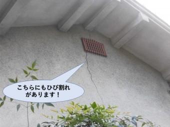 岸和田市のモルタル外壁に大きなひび割れがあります