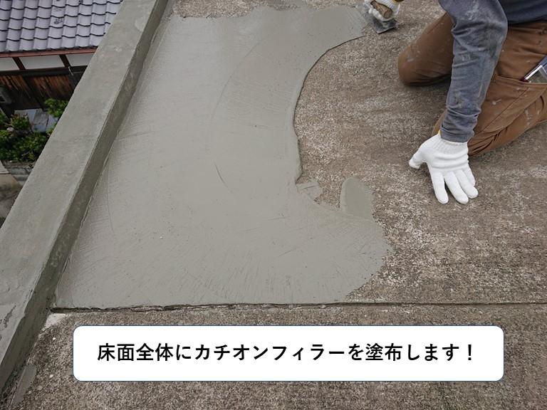和泉市の陸屋根全体にカチオンフィラーを塗布