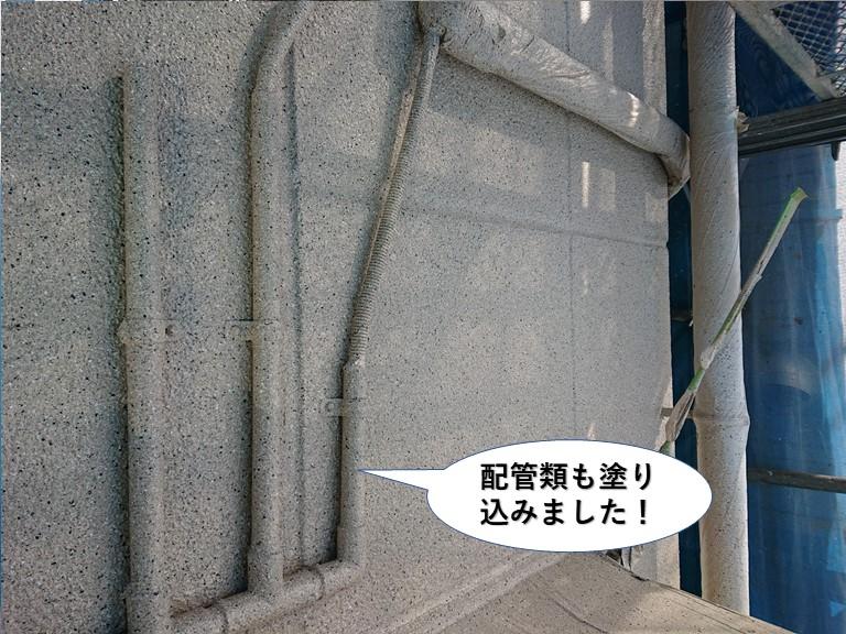 岸和田市の外壁に付帯している配管類も塗り込みました
