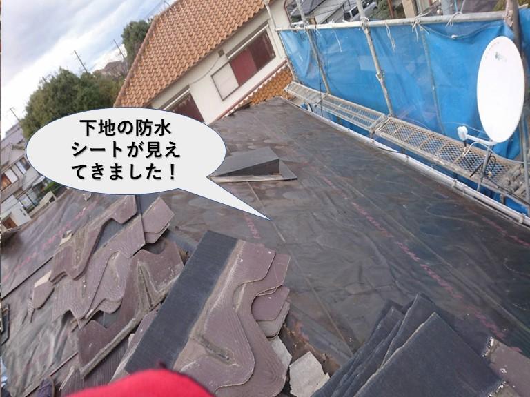 岸和田市の屋根の下地の防水シートが見えて来ました!