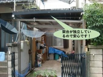 岸和田市のカーポートの上の架台が独立しているので安心です