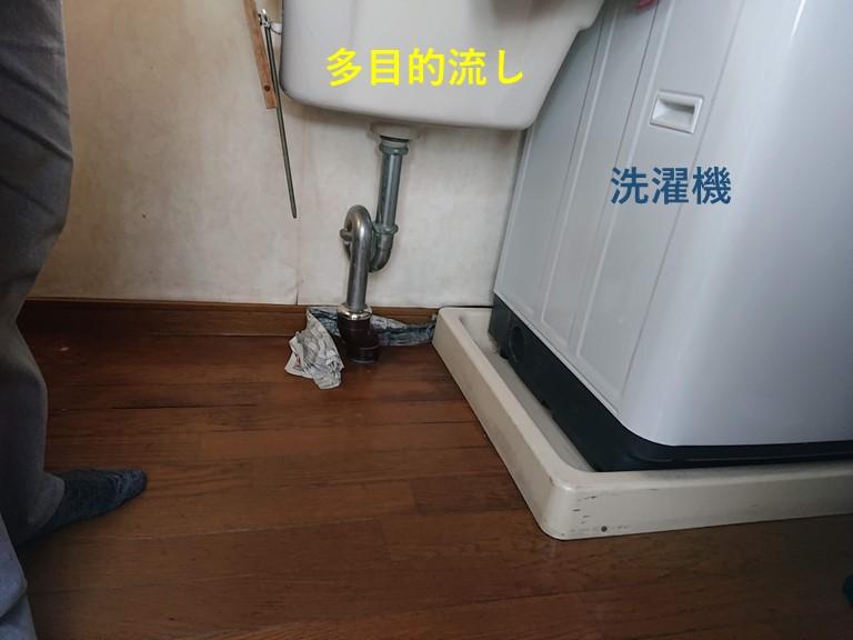 貝塚市の家事室の洗濯機と多目的流し