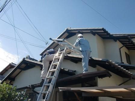 岸和田市天神山町の和瓦の葺き替えで古い瓦撤去