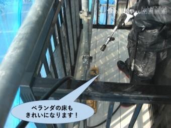 岸和田市のベランダの床もきれいになります
