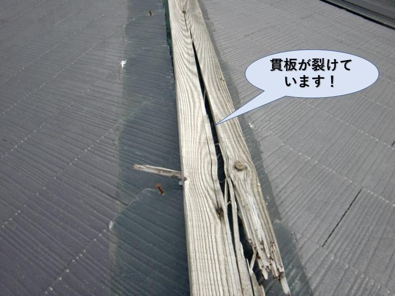 岸和田市の貫板が裂けています