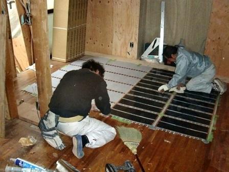 岸和田市土生町で洋瓦の屋根葺き替えで野地板・防水シート貼り