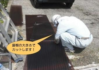 岸和田市藤井町で波板加工中