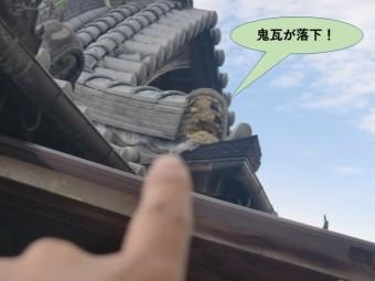 岸和田市の屋根の鬼瓦が落下しています