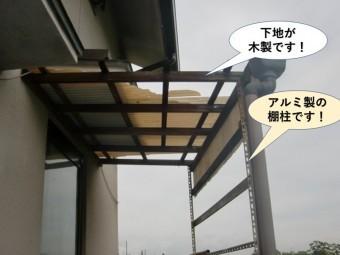 岸和田市の木製テラスでアルミ製の棚柱