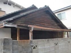 岸和田市大町でスレート瓦コロニアルクァッドへの屋根葺き替えで軽く施工前