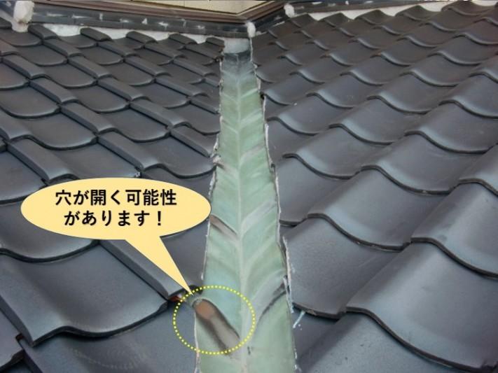 和泉市の銅板の谷樋が穴が開く可能性があります