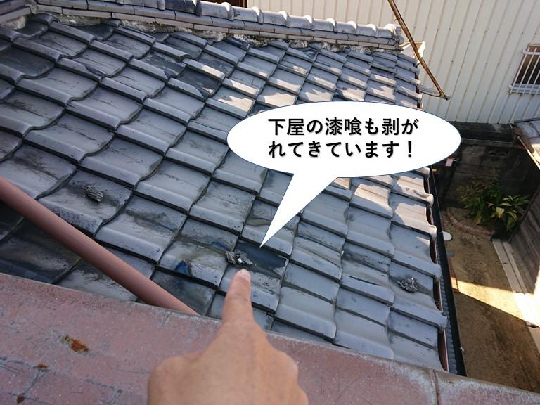 阪南市の下屋の漆喰も剥がれてきています