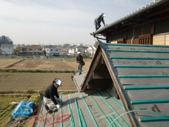 岸和田市東大路町の淡路産特上瓦の屋根の葺き替え