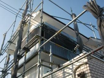 岸和田市上松町の外壁塗装で下地処理の工程