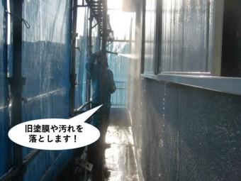 泉南市の旧塗膜や汚れを落とします