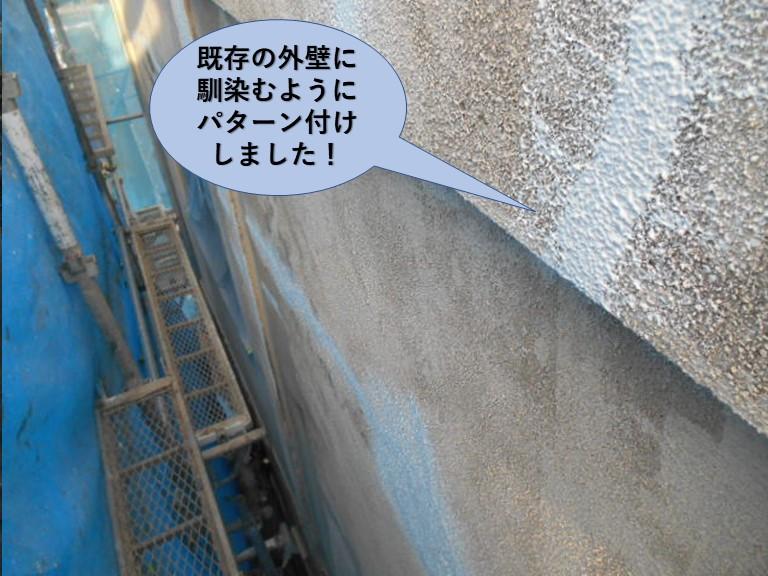 岸和田市のクラック補修跡のパターン付け完了