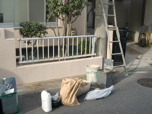 岸和田市極楽寺町でカビ除去もした外壁と屋根塗装の塀完成