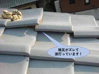 岸和田市の袖瓦がズレて波打っています