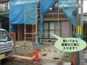 岸和田市の高圧洗浄後乾いてから塗装の工程に入ります