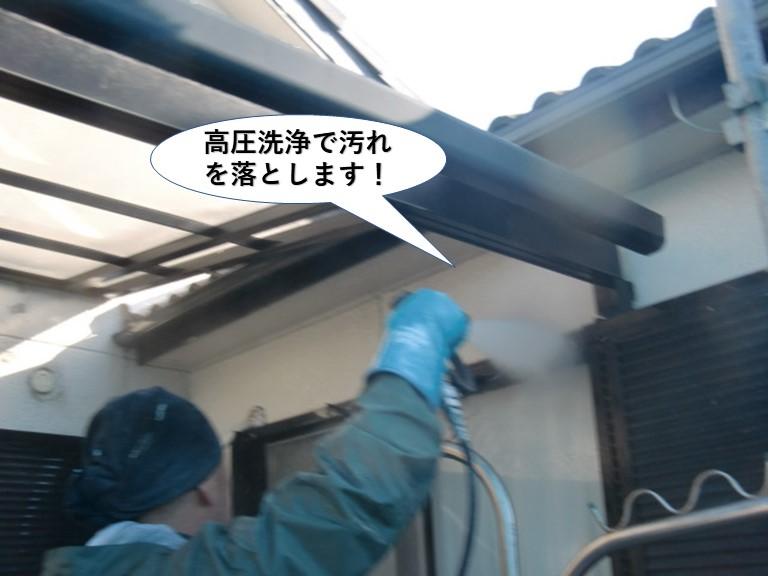 岸和田市の外壁を高圧洗浄で汚れを落とします