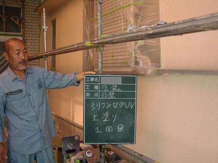岸和田市極楽寺町で中塗り工程の屋根と外壁塗装