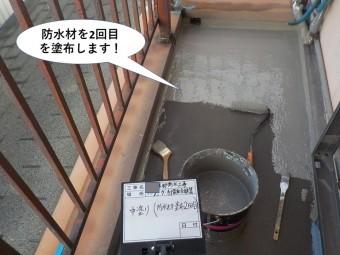 阪南市のベランダに防水材2回目を塗布