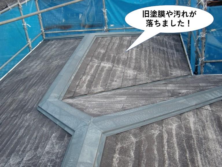 岸和田市の屋根の旧塗膜や汚れが落ちました