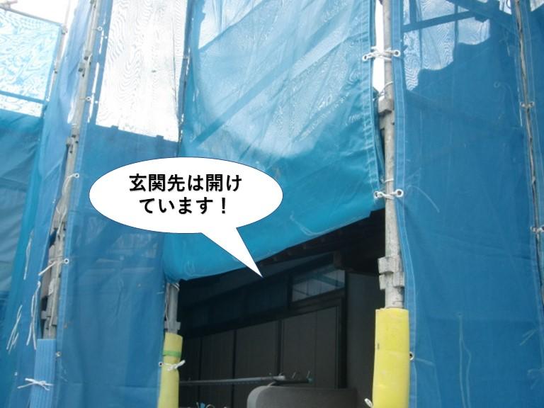 岸和田市の足場の玄関先は開けています