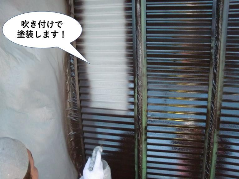 貝塚市の雨戸を吹き付けで塗装