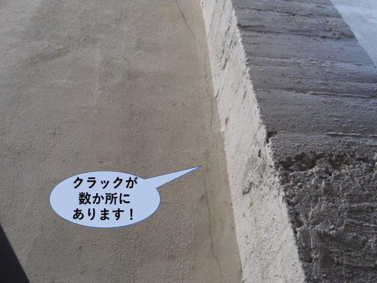 岸和田市の倉庫で雨漏り発生・クラック現況